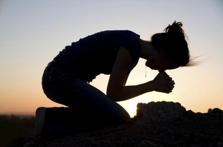 woman-praying-on-knees1-1024x679